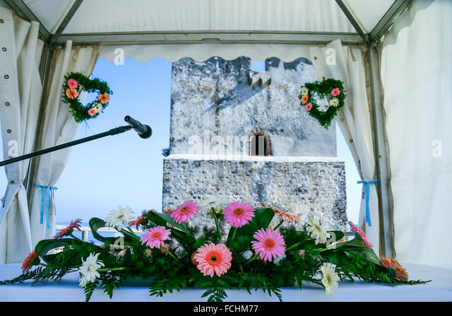 tent with a bouquet of flowers for newlyweds - Stock Image