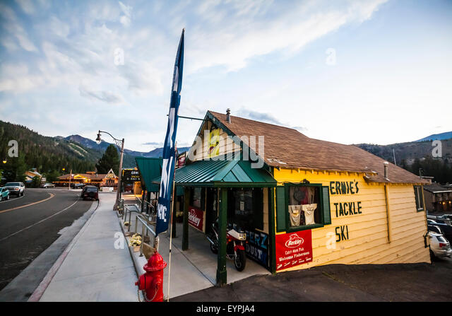Ernies Tackle Shop in June Lake California - Stock Image