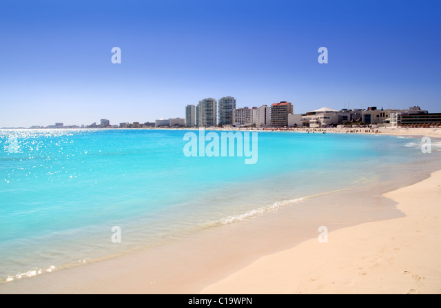 Cancun beach view from turquoise Caribbean water vacation destination - Stock-Bilder
