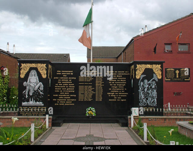 Belfast Falls Rd Republican Peace Garden- Names of the fighters live forever. With tricolor Eire flag - Stock Image