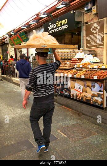 Delivering bread, Mahane Yehuda Market, Jerusalem, Israel, Middle East - Stock Image