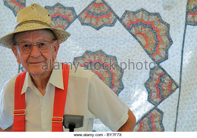 Pennsylvania Kutztown Kutztown Folk Festival Pennsylvania Dutch folklife art craft handicraft man senior handmade - Stock Image