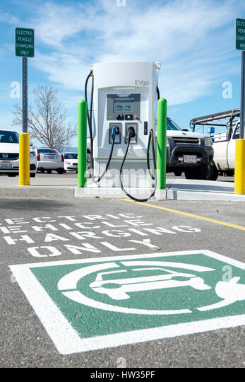 Evgo Electrical vehicle charging station at Wallmart store in Dixon, California, USA, on a cloudless sky day - Stock Image