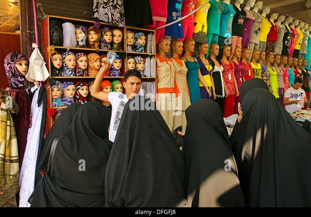 Shiite ladies handling in the Hamdiyé souk at Damascus, Syria - Stock Image