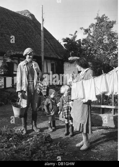 agriculture, farmers, farmer's family in Denmark, 1950s, family, families, woman, children, child, kids, kid, - Stock Image