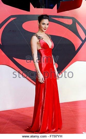 epaselect epa05226367 Israeli actress Gal Gadot arrives to the European premiere of the film 'Batman v Superman: - Stock Image