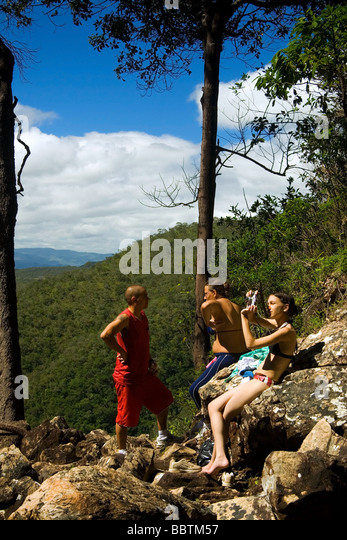 Trekkers resting on the way to Agua Fria Waterfall Chapada dos Veadeiros Veadeiros Tableland Goias Brazil - Stock Image