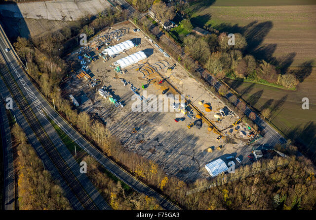 Construction of a refugee shelter in lightweight construction on the former parking lot at Opel plant 1, Witten - Stock Image