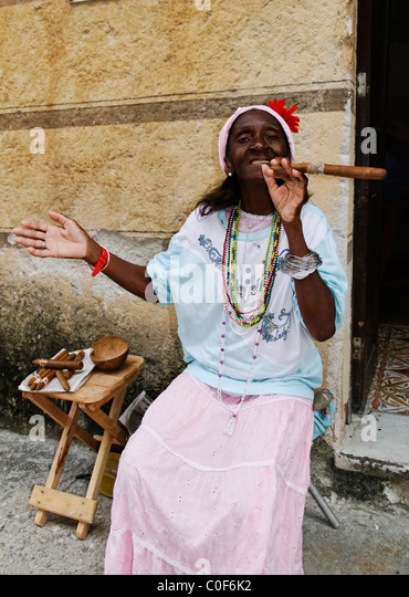 Old Cuban Lady posing with Cigar, Havanna Cuba - Stock Image