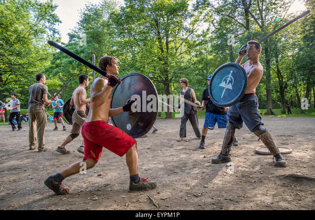 'Guerriers de la montagne' in Montreal. Medieval battles in Mont-Royal Park every sunday' - Stock Image