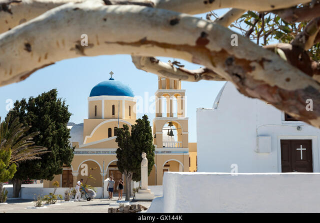 A traditional blue and white coloured Christian building in Oia, on the Greek island of Santorini, framed by a bent - Stock Image