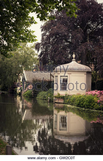 Canal and houses in Edam - Stock Image