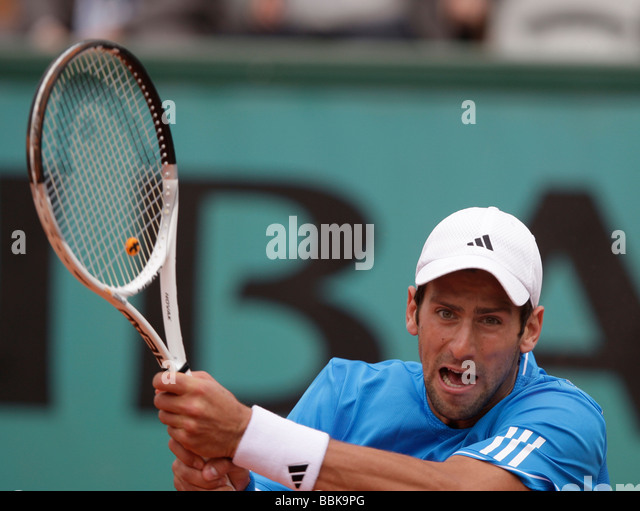 how to hit a tennis ball backhand