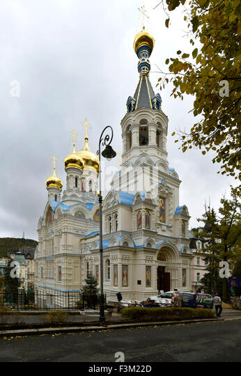 Karlovy Vary, Czech Republic. 9th Oct, 2015. Eastern Orthodox Church of St. Peter and Paul in Karlovy Vary, Czech - Stock-Bilder
