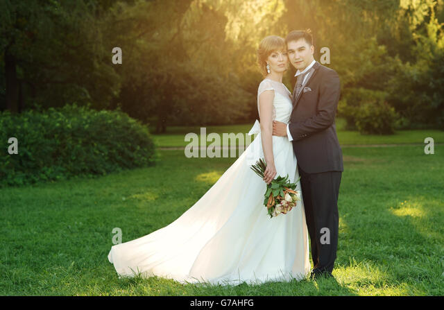 newlyweds in park - Stock Image
