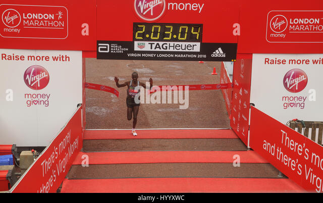 ​​​London, UK 24 April 2016. Eliud Kipchoge wins the Virgin Money London Marathon at a time of 2:03:05 breaking - Stock Image