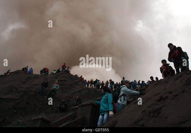 Probolinggo, Indonesia. 21st July, 2016. People hike to watch offerings thrown in Mount Bromo during the traditional - Stock Image