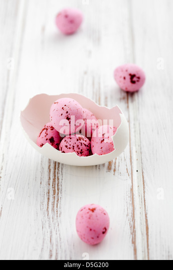 Broken egg shell with pink easter eggs - Stock Image