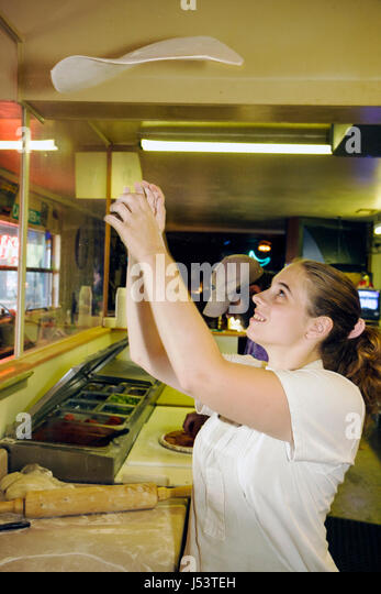 Arkansas Ozark Mountains Mountain View Tommy's Famous Pizza BBQ and Ribs woman chef cook pizza throwing pizzeria - Stock Image