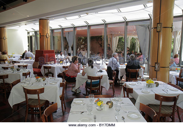 Maryland Baltimore Baltimore Museum of Art Gertrude's Restaurant chef John Shields man woman guest table tablecloth - Stock Image