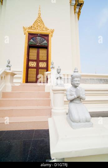 Buddha statues at The Silver Pagoda (Temple of the Emerald Buddha), The Royal Palace, Phnom Penh, Cambodia, Indochina - Stock Image