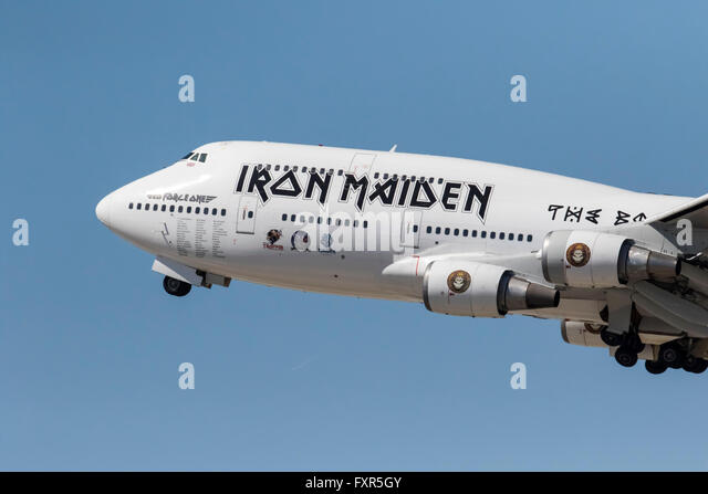 Los Angeles, CA, USA. 17th Apr, 2016. Los Angeles, CA - Apr 17, 2016: The rock group, Iron Maiden, take off from - Stock Image