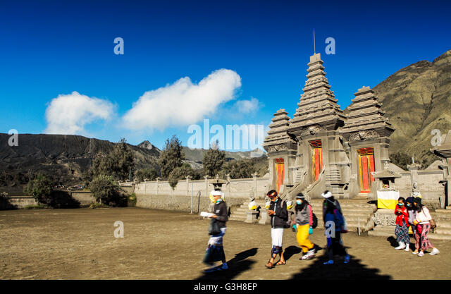 Devotees at the Pura Luhur Poten Temple, Bromo-Tengger-Semeru National Park, East Java, Indonesia. - Stock Image