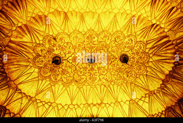 Low angle view of an ornate ceiling of a monument, Safdarjung Tomb, New Delhi, India - Stock-Bilder