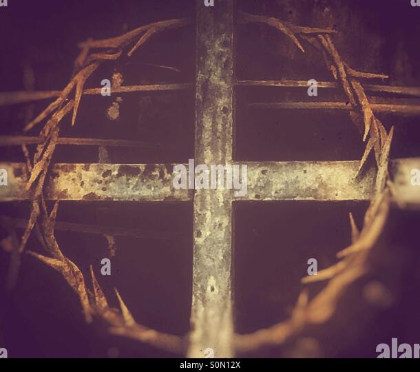 Cross and circle of barbed wire - Stock Image