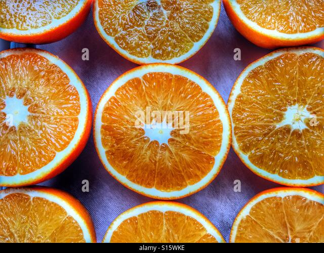 Valencia oranges, cut in half ready for juicing - Stock-Bilder