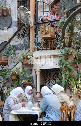 Damascus - Beit Jabri Restaurant, Four Ladies In Hijab Having Lunch - Stock-Bilder