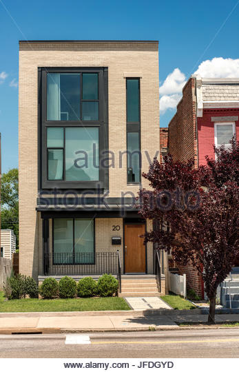 Urban townhouse, modern 3 story building - Stock Image