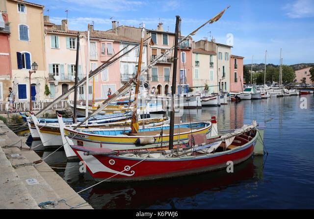 Boats house martigues bouches du stock photos boats for Restaurant le miroir aux oiseaux martigues