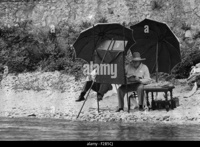 Winston Churchill painting on the Italian Riviera, ca. 1948-49. - (BSLOC_2014_17_54) - Stock-Bilder