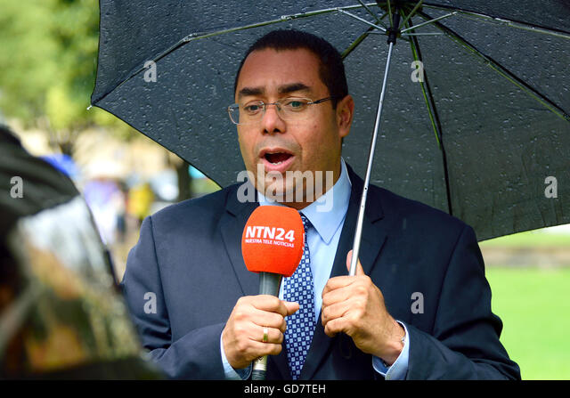 Juan Carlos Bejarano - UK correspondent for RCN / NTN24 television news - reporting from College Green, Westminster, - Stock Image