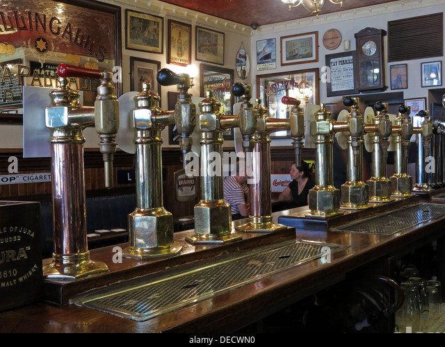 Traditional Ale pumps at the Bow Bar, Victoria Street, Edinburgh, Scotland, UK - Stock Image