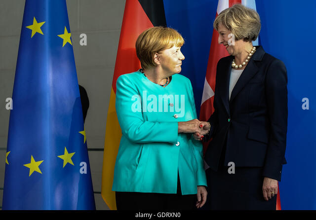 Berlin, Germany. 20th July, 2016. German Chancellor Angela Merkel(L) and British Prime Minister Theresa May attend - Stock-Bilder