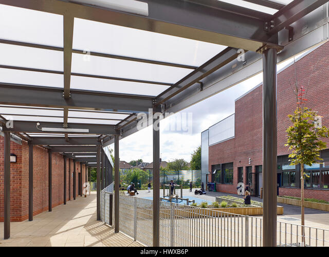 Covered walway. Wembley High Technology College Primary, North Wembley, United Kingdom. Architect: Curl la Tourelle - Stock-Bilder