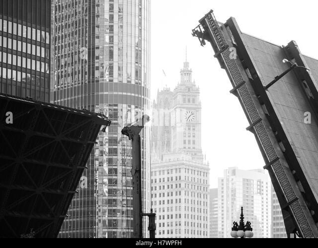 A black-and-white photo of the Bataan-Corregidor Memorial Bridge (State Street Bridge) and Wrigley Building in Chicago, - Stock Image