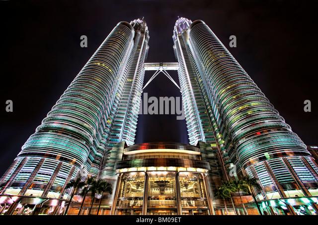 Petronas Towers in Kuala Lumpur at night - Stock Image