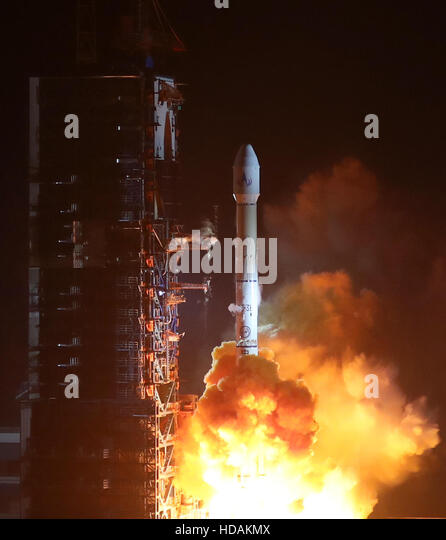 Xichang, China. 11th Dec, 2016. A Long March-3B rocket carrying the Fengyun-4 satellite blasts off from the launching - Stock Image