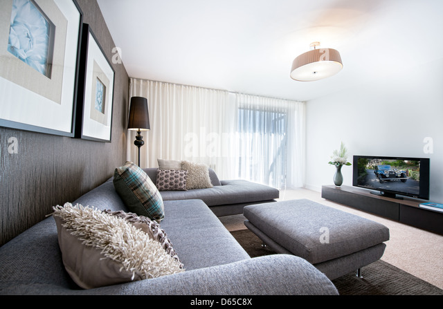 Uncluttered living room stock photos uncluttered living for Well decorated living rooms