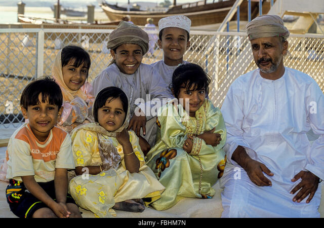 Sur, Oman.  Father and his Children. - Stock Image