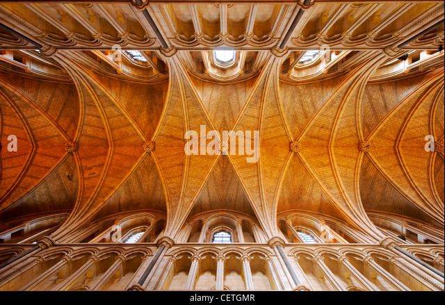 The ceiling of Southwark Cathedral. William Shakespeare is believed to have been present when John Harvard, founder - Stock-Bilder
