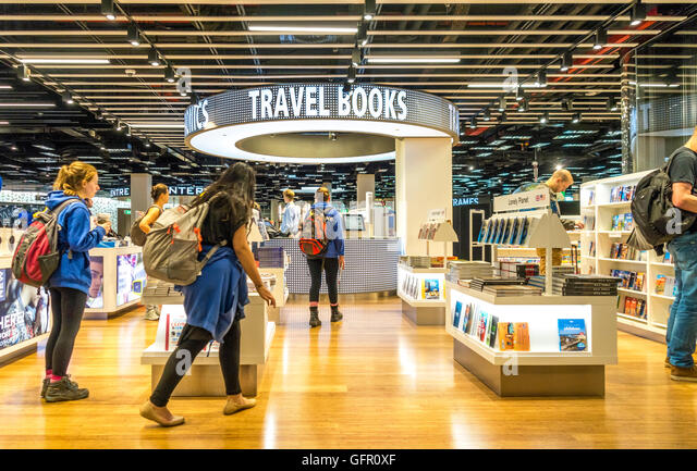 Travel Book Shop Departure Lounge 2 at Schiphol Amsterdam Airport - Stock-Bilder