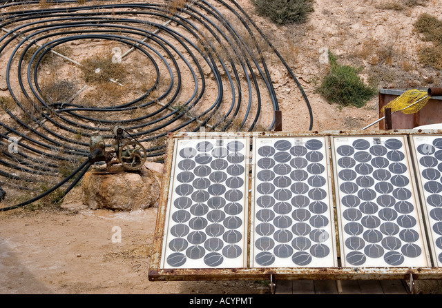 homemade solar energy sources and water heaters at an alternative energy farm using recycled materials - Stock Image