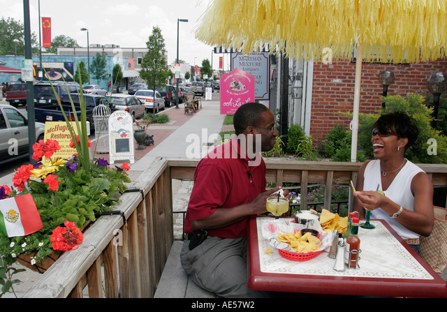 Richmond Virginia Carytown West Cary Road Black couple man woman eating - Stock Image