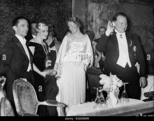 Joseph and Magda Goebbels with Emmy and Hermann Goering at the Press Ball. As wives of the second and third most - Stock-Bilder