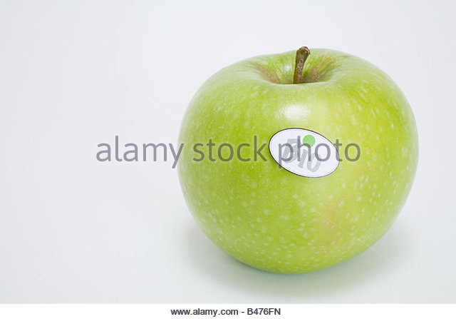 An apple with a bio label on it - Stock Image