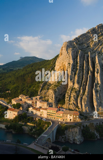 Sisteron stock photos sisteron stock images alamy for Haute durance